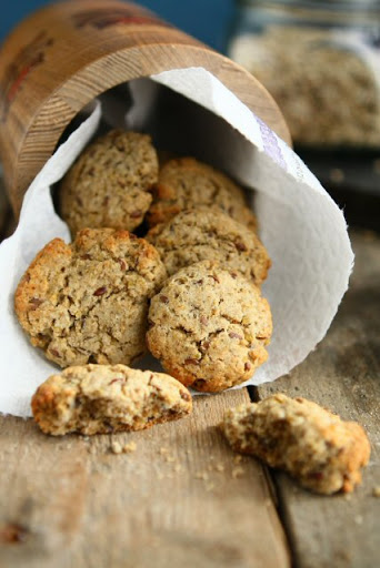 Quinoa Cookies with Rye Flakes and Flaxseed