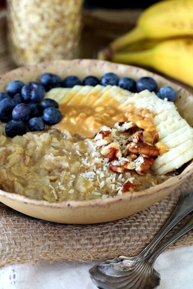 Rise and shine for the irresistibly delicious Best Banana Bread Oatmeal you've ever tasted! This gluten free, vegan, nutritious morning meal is sweetened naturally with banana and loaded with banana bread yumminess!