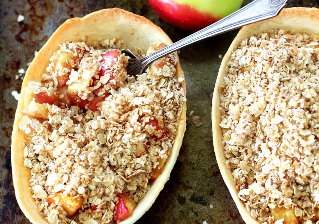A sweet and comforting recipe for Easy Single-Serve Apple Crumble Bowls, that's so perfect for fall.