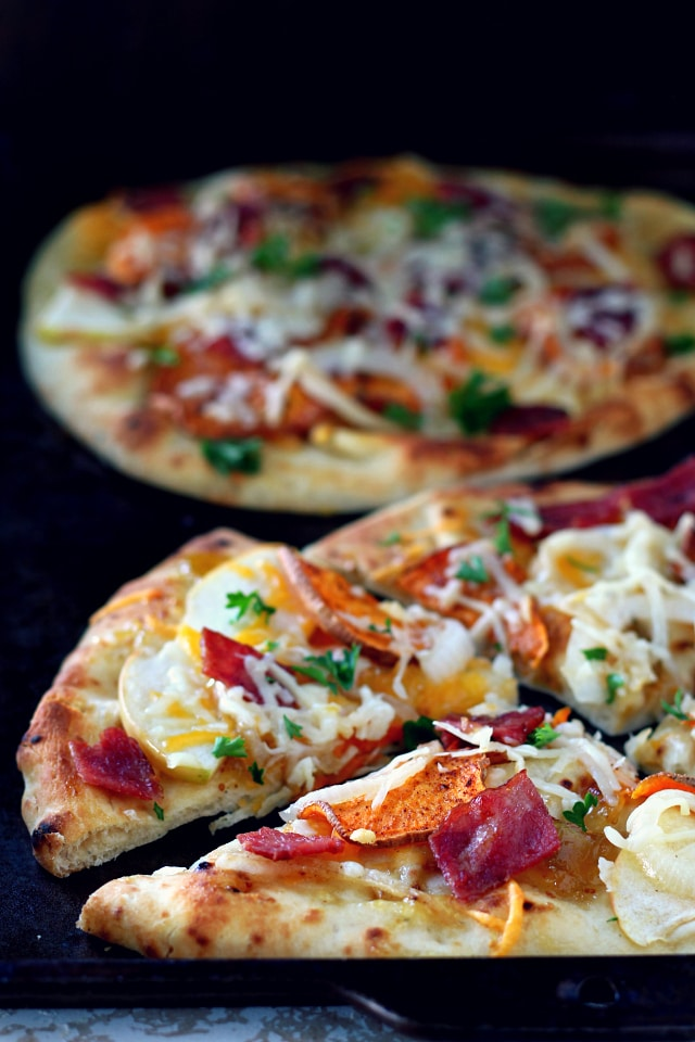 This rustic fall harvest naan pizza recipe features seasonal ingredients including sweet potato, apple, crisp bacon and caramelized onion. The perfect dinner for a cozy night by the fire!