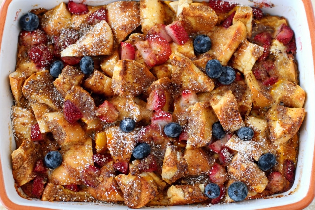 Rise and shine to a scrumptious make ahead Baked Strawberry Bagel French Toast Casserole! It is INSANELY delicious – crispy, tender, gooey, satisfying.