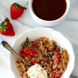 Skinny Strawberry Cheesecake Baked Oatmeal {dairy-free & gluten-free}