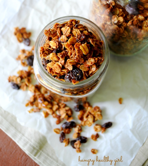 Oatmeal Raisin Cookie Granola- a healthy, low-calorie granola that tastes just like an oatmeal raisin cookie!
