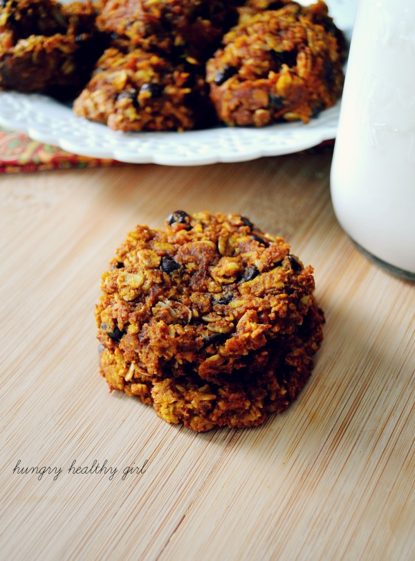 Chocolate Chip Pumpkin Oatmeal Cookies- so addicting you can't just have one! #glutenfree #vegan