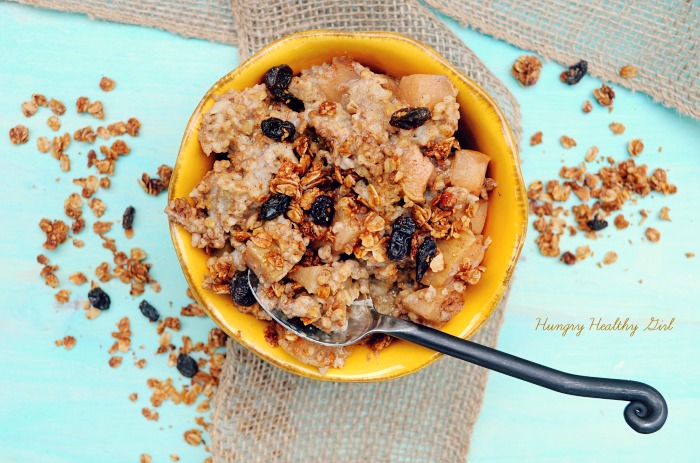 Overnight Apple Maple Oatmeal in the Slow Cooker- You'll be dreaming of this deliciousness all night long!