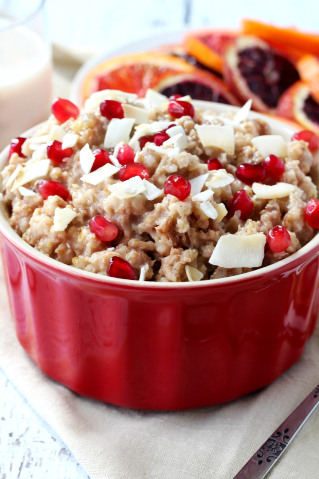 Slow Cooker Banana Steel Cut Oatmeal- Set up your slow cooker with a blend of basic steel cut oatmeal ingredients and have a healthy delicious breakfast waiting for you in the morning.