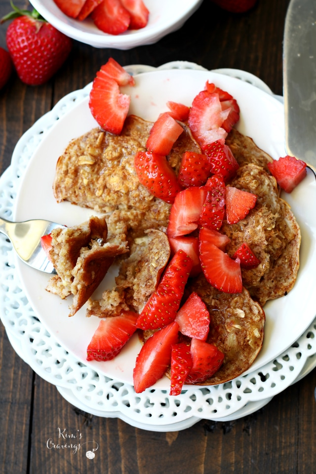 Three Ingredient Oat Pancakes for One- the perfect quick, easy, satisfying breakfast for one that's super scrumptious too!