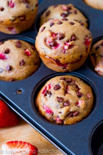 Skinny-Strawberry-Chocolate-Chip-Muffins-6