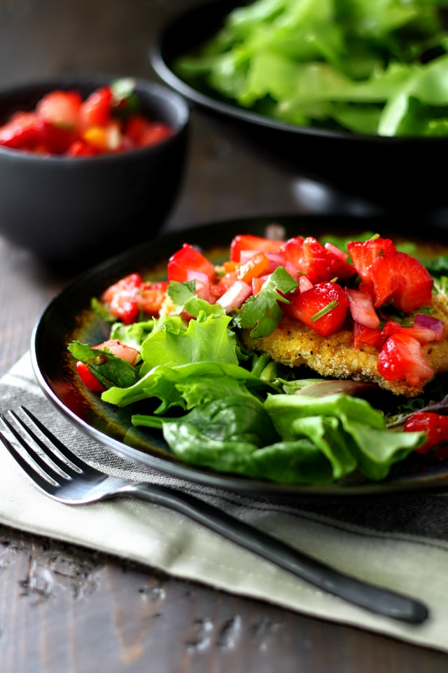 Easy Baked Pork Chops with Strawberry Salsa- tender and delicious all natural pork chops coated in breadcrumbs and topped with a flavorful strawberry salsa. The ultimate summer dinner, for sure!