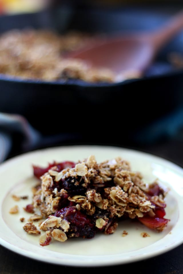 Pull together this healthy Apple Blackberry Crisp with sweet apples, plump juicy tart blackberries and simple wholesome ingredients. You're going to love this super easy summery recipe! (vegan and gluten free)