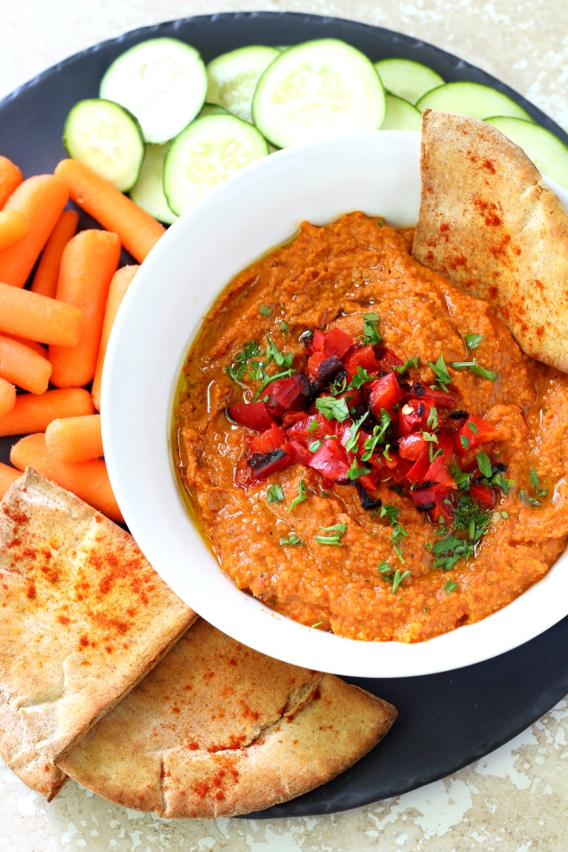 Skinny Roasted Red Pepper Hummus - this hummus is addictive! Amazing flavor, easy to make and way better than store bought.