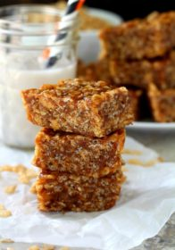 These Healthy Pumpkin Spiced Rice Crispy Treats are the ultimate when it comes to pumpkin snackin'. Pumpkin puree and spice add major fall flavor to these gluten-free, vegan, oh so yummy treats.