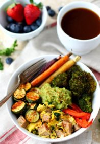 Ready to start the day with full power? With this Low Carb Paleo Breakfast Bowl, you'll find yourself more focused and content the rest of the day. It's grain free, dairy free, sugar free, and absolutely delicious!