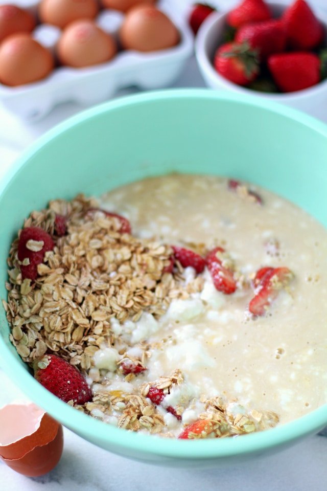 Skinny Strawberry Cheesecake Baked Oatmeal - both ultra decadent and dessert-like, but healthy enough for breakfast! {gluten-free & dairy-free}