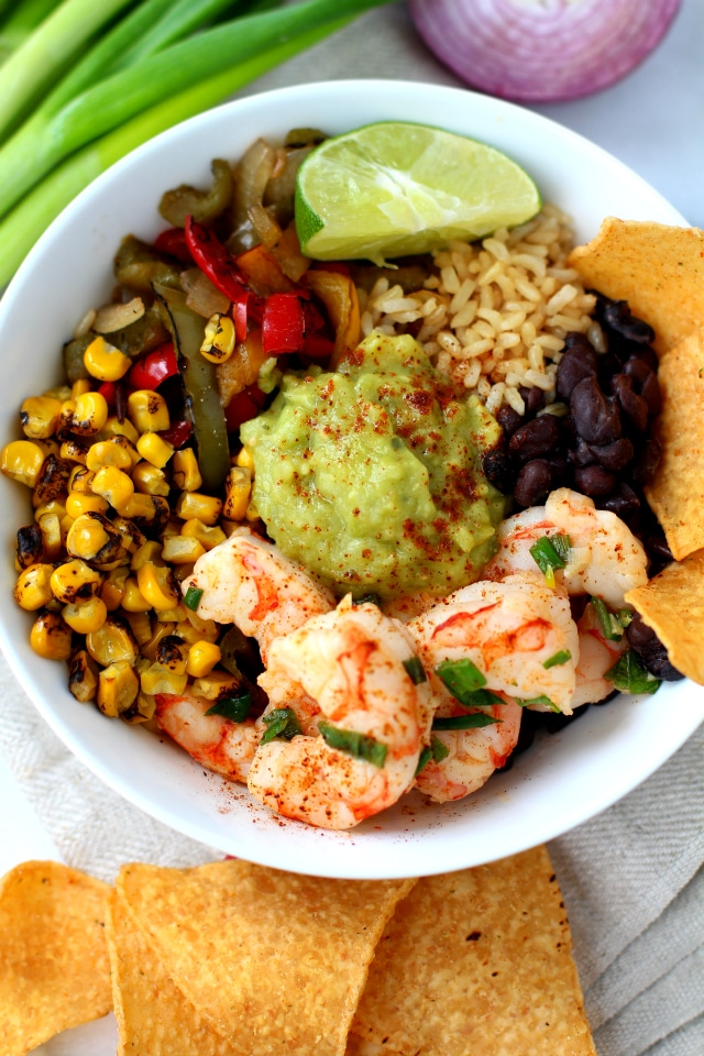 This Chili Lime Shrimp Fajita Bowl is easy, quick and super tasty. It's absolutely perfect for a delicious lunch or easy weeknight dinner!