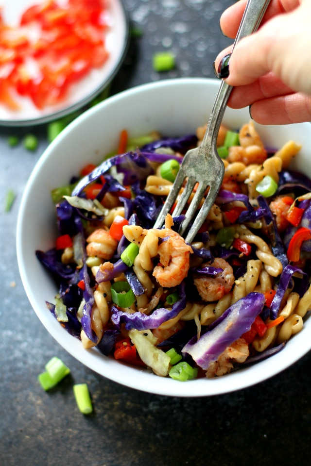 This colorful Quick Lo Mein Pasta dish is seriously the lazy cook's dream. It comes together so fast and effortlessly which makes it perfect for busy weeknights, when we all just need a quick and tasty meal.