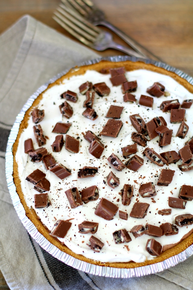 Amazing, 4-ingredient chocolate candy bar pudding pie - Rich, sweet, and so easy to make.