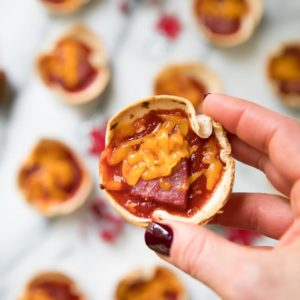 Mini Party Pizzas & Entertaining with Hickory Farms