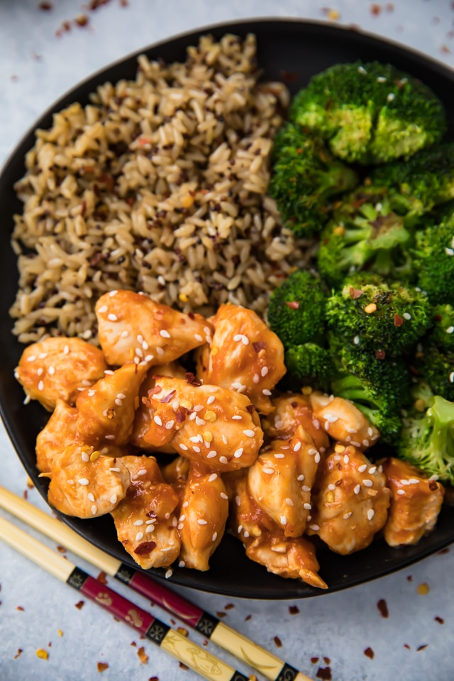 This is one of those recipes you want in your back pocket for days when you need something on the table fast and you'd prefer it to be healthy, satisfying, and pretty if at all possible.Easy 15 Minute Skinny Orange Chicken to the rescue!