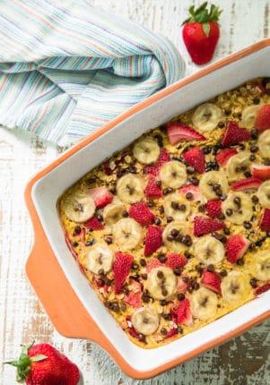 Easy Strawberry Banana Baked Oatmeal