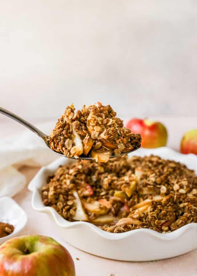 apple crisp in serving spoon