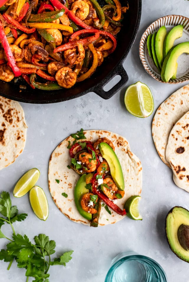 shrimp fajitas, tortillas and llime wedges