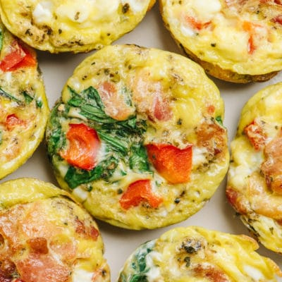egg muffin cups with spinach, bacon and red bell pepper