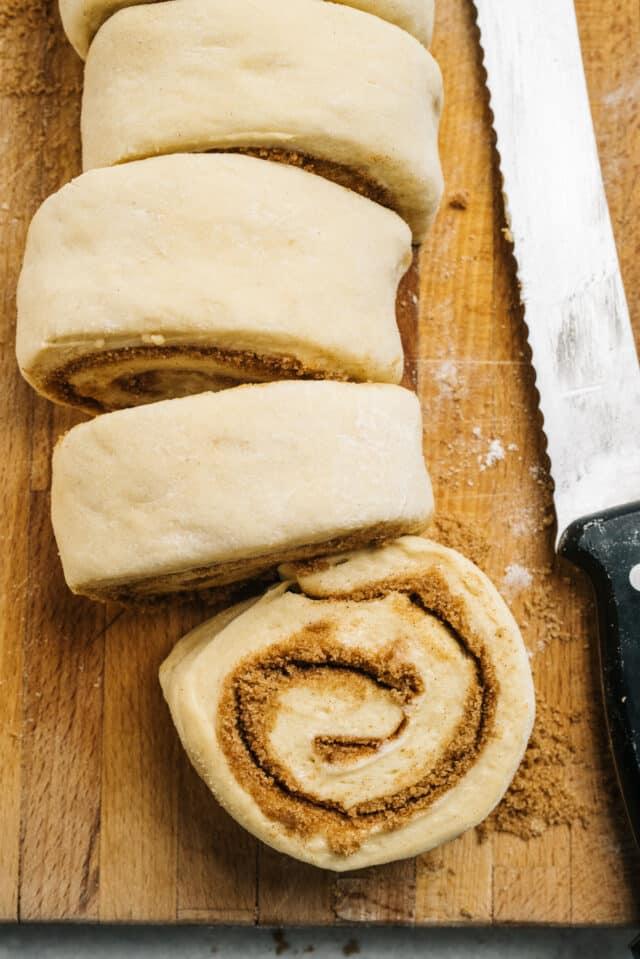 cut cinnamon rolls with a serrated knife