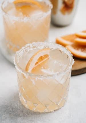paloma cocktail with grapefruit slice