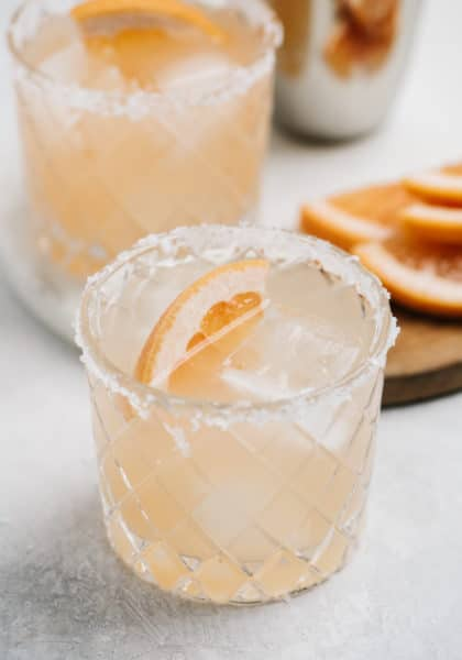 paloma cocktail with grapefruit slice