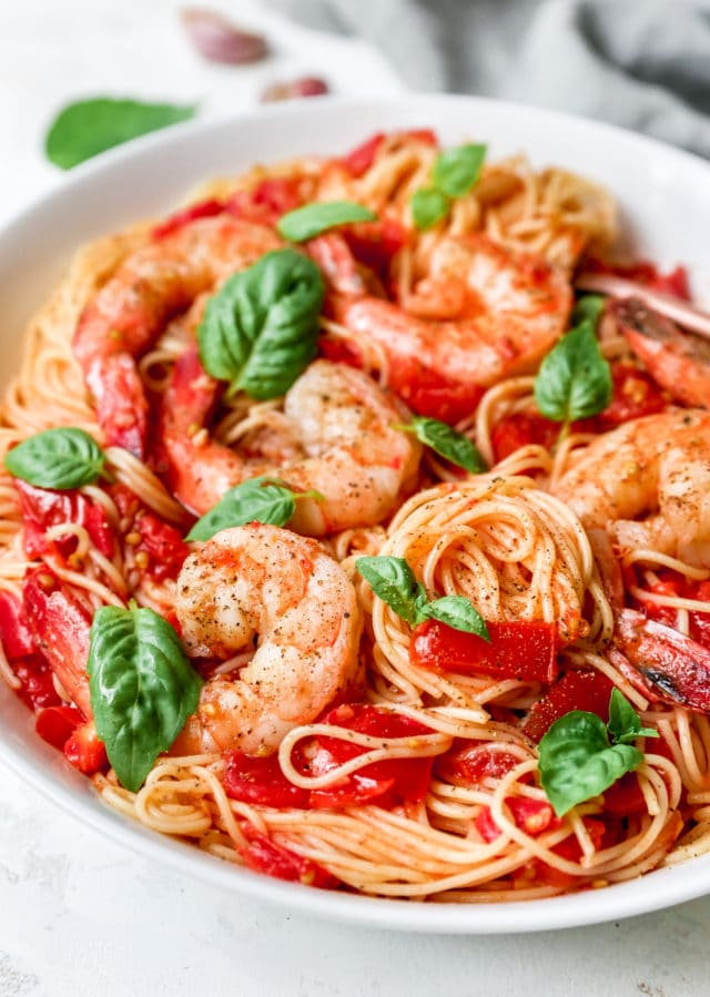 pasta with tomato sauce and shrimp